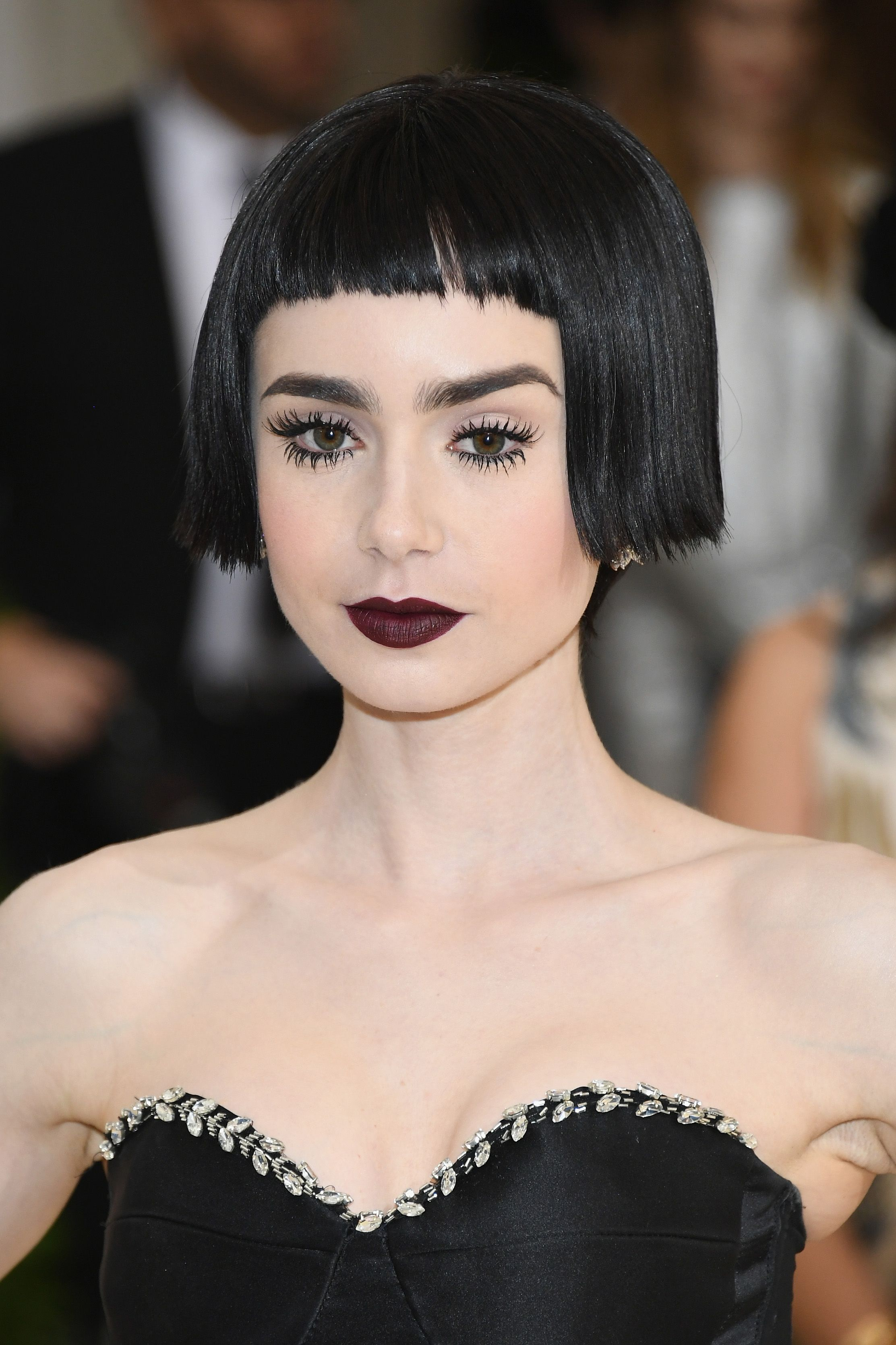 Lily collins pixie χτενίσματα
