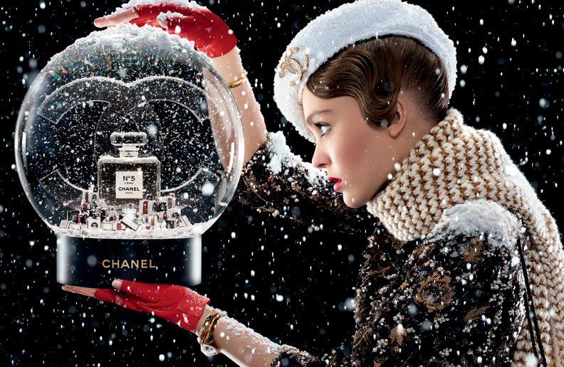 Il nuovo mini film Chanel Beauté converte ogni Grinch