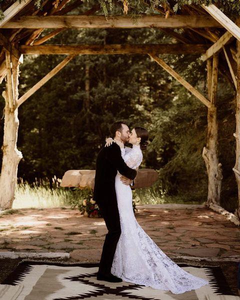 charlie mcdowell, ralph lauren, emily in paris, lily collins, 婚禮, 婚紗, 查利麥克道維爾, 白紗, 結婚, 艾蜜莉在巴黎, 莉莉柯林斯, 莉莉柯林斯 婚紗, 莉莉柯林斯 男友, 莉莉柯林斯 結婚