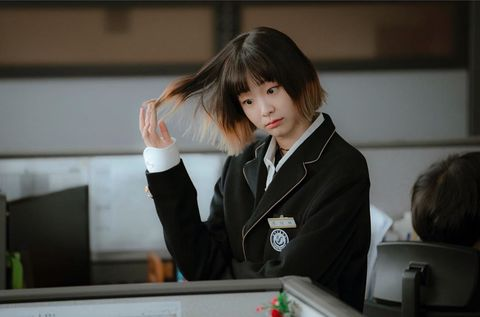 Uniform, Games, Recreation, Indoor games and sports, Outerwear, School uniform, White-collar worker, Table, Jacket, Formal wear,