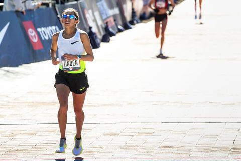 Des Linden heads towards the finish line at the Olympic Marathon Trials in Atlanta 2020.