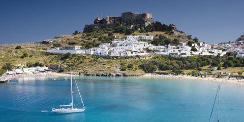 lindos beach en acropolis griekenland vakantie