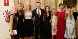 Lindsey Vonn comparte una foto con la Reina, sus hijas, Telma Ortiz y su nuevo novio