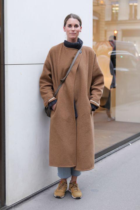 Clothing, Overcoat, Fashion, Outerwear, Coat, Street fashion, Fashion show, Brown, Beige, Human,
