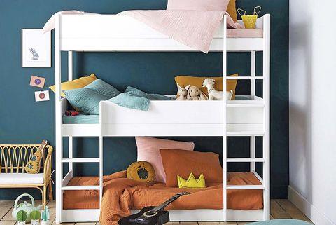 Dormitorio infantil con litera triple