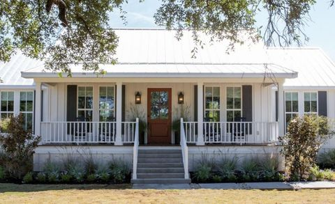 """HGTV """"Fixer Upper"""" Chip and Joanna Gaines - Little Shack on the Prairie, Season 4, Fixer Upper Homes for Sale"""