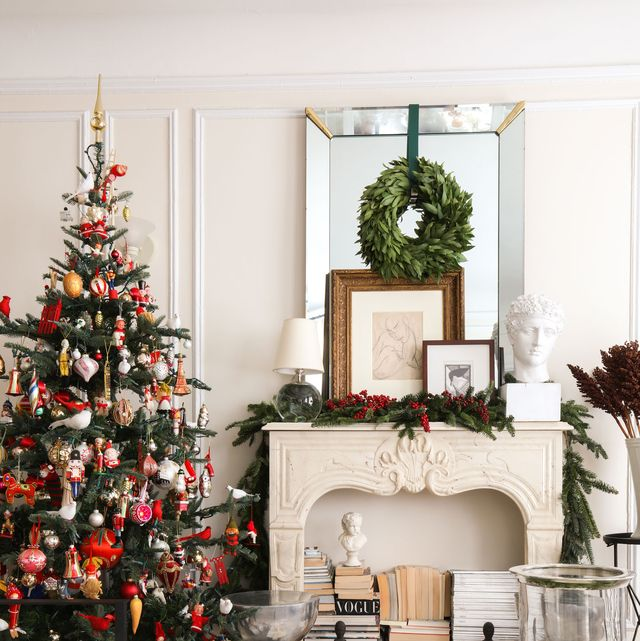 Christmas tree, Christmas decoration, White, Christmas, Home, Room, Christmas ornament, Living room, Tree, Interior design,