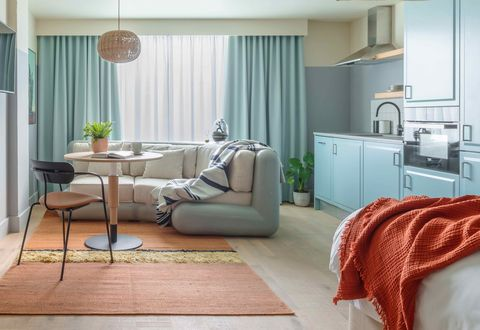 locke living room kitchen