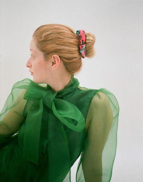 Hair, Green, Hairstyle, Neck, Shoulder, Hair accessory, Chignon, Bun, Fashion design, Hair tie,