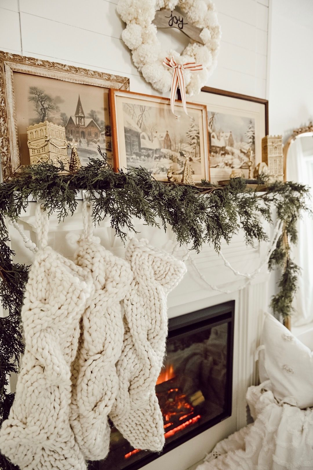 40 Christmas Mantel Decor Ideas Fireplace Holiday Decorations