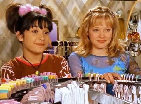 hilary duff reunites with lizzie mcguire cast for a throwback table read of 'bra' episode