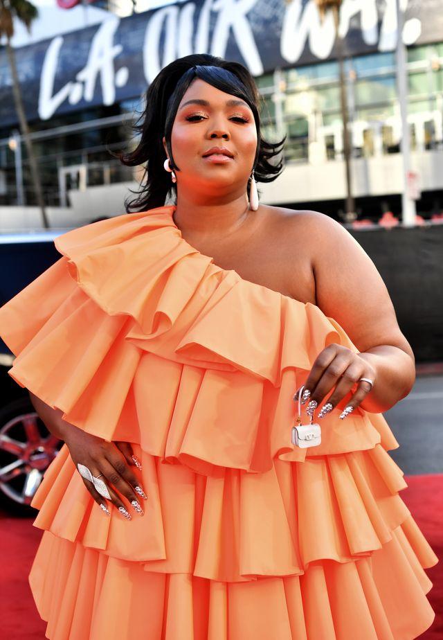 2019 american music awards  red carpet