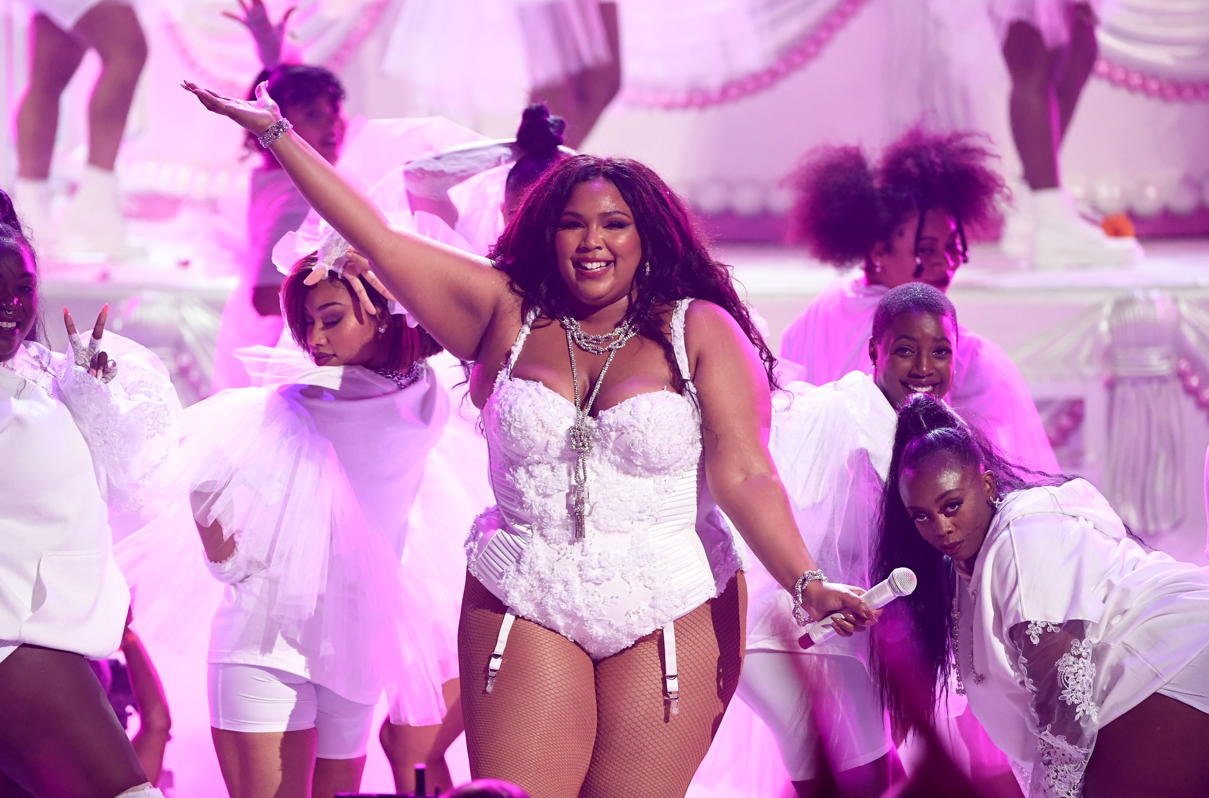 Twitter and Rihanna's Reaction to Lizzo's BET Awards Performance Will Give You Life