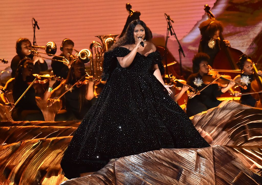 Lizzo's Grammys 2020 Performance Had a Flute Solo, Ballerinas, and a Touching Kobe Bryant Tribute
