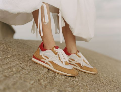 loewe經典球鞋flow推出「春夏」新色!鞋身皮革拼接展現完美工藝