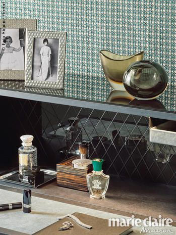 Serveware, Drinkware, Bottle, Dishware, Brass, Porcelain, Still life photography, Kitchen utensil, Ceramic, Barware,