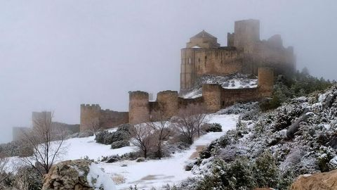 Winter, Freezing, Atmospheric phenomenon, Snow, Geological phenomenon, Ruins, Precipitation, Village, Frost, Fog,
