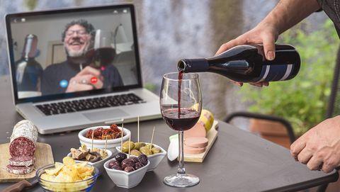 coronafeestje online met wijn