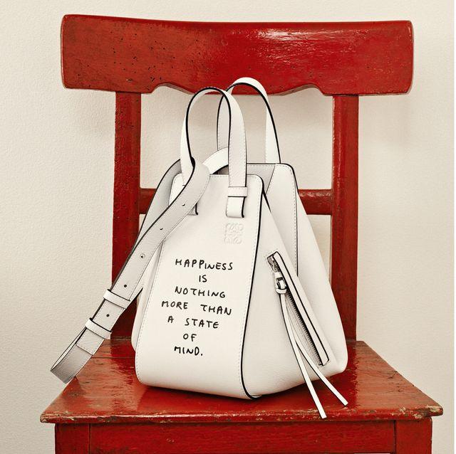 loewe把包包皮夾加入幽默文字太欠買 !卡夾寫上:「我著省錢,但一兩天就放棄了!」根本說出我們的心