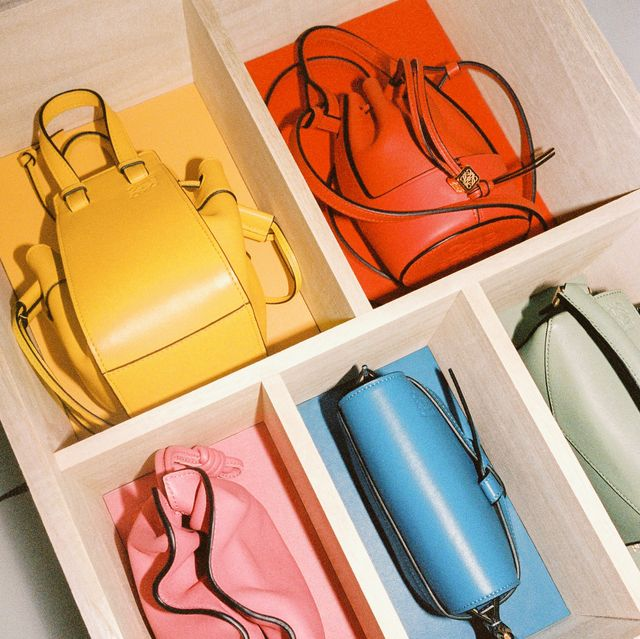 loewe, loewe 包包推薦, loewe 台灣, loewe 皮夾, loewe 禮盒, loewe 蠟燭, loewe包, 小包, 精品包, 迷你包