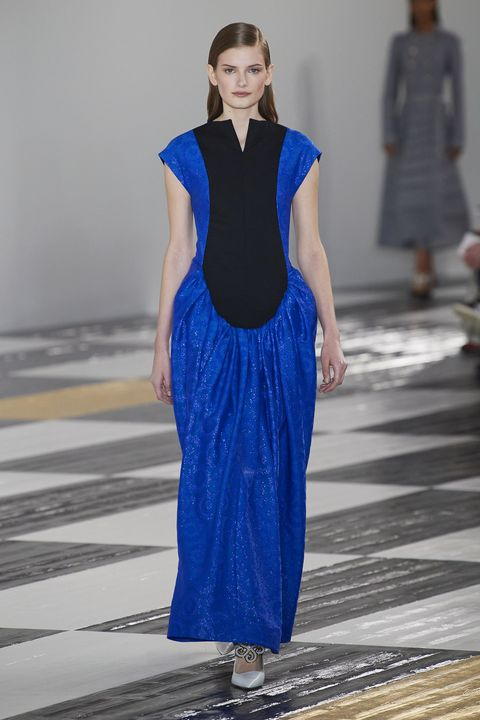 Fashion model, Fashion, Fashion show, Runway, Blue, Clothing, Cobalt blue, Dress, Electric blue, Haute couture,