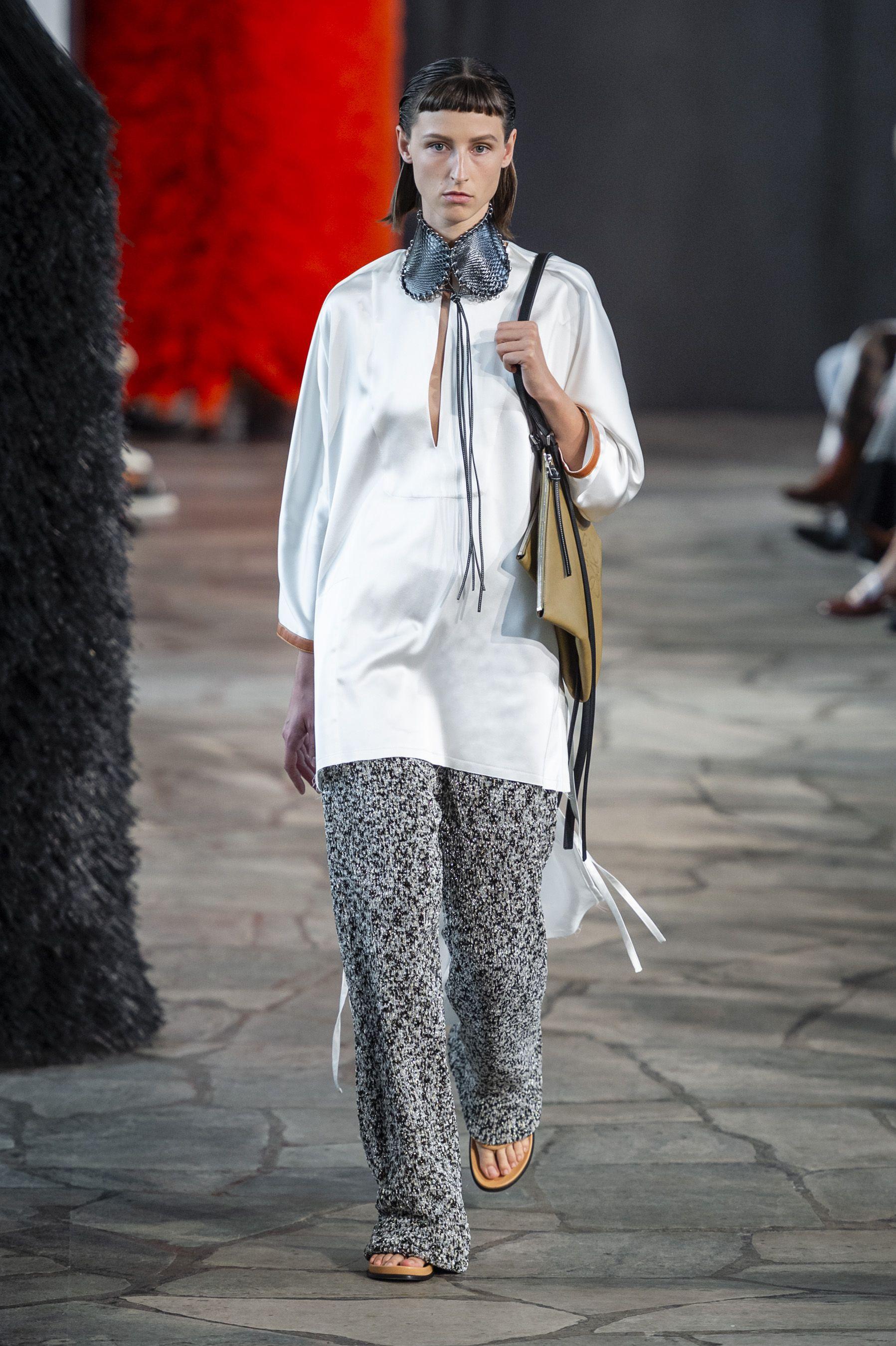 Loewe, Loewe Women SS 19, primavera estate 2019, real time women SS 19, fashion week, Paris fashion week