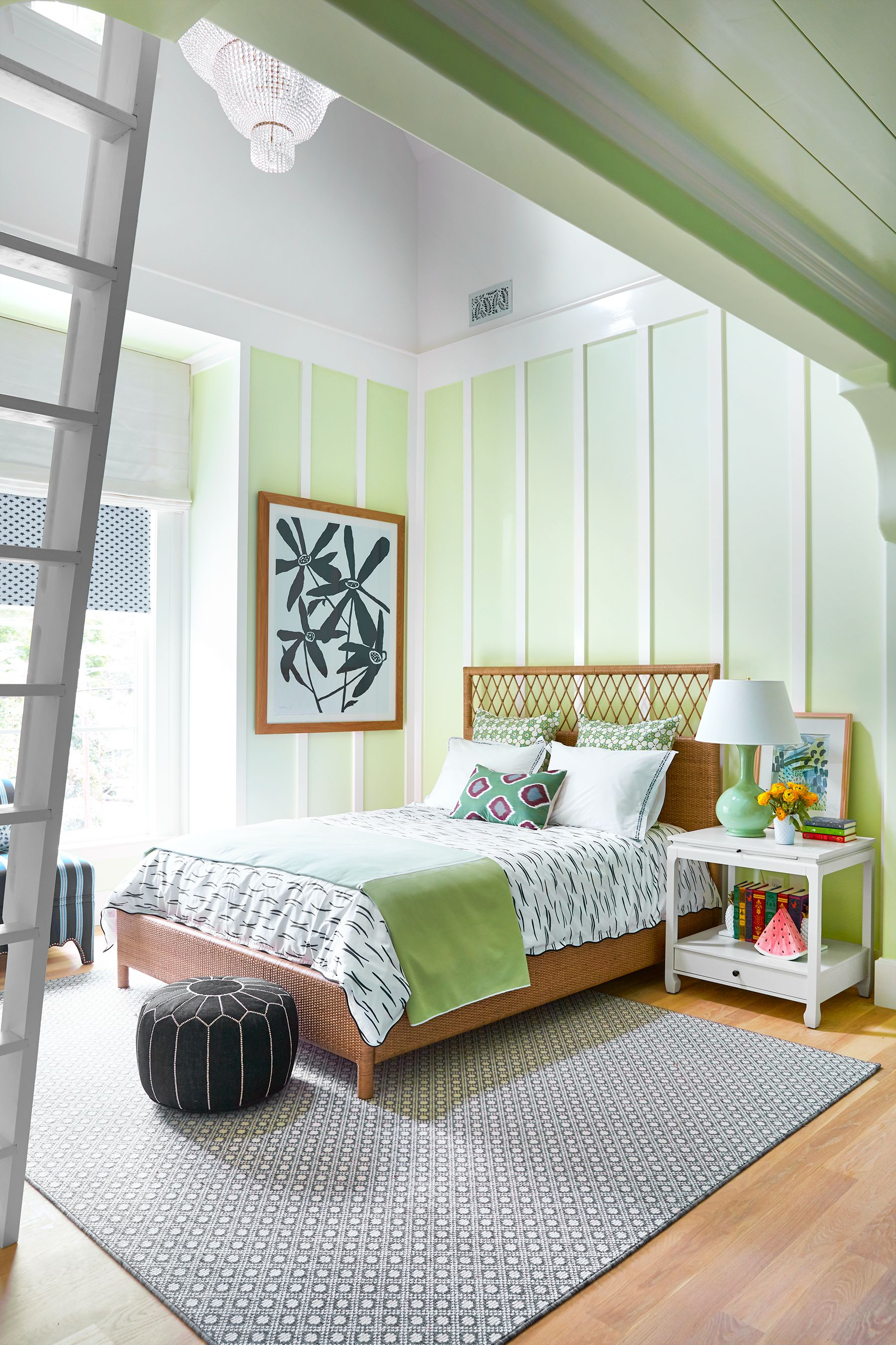 8 Stylish Loft Bedroom Ideas - Clever Design Tips for Studios