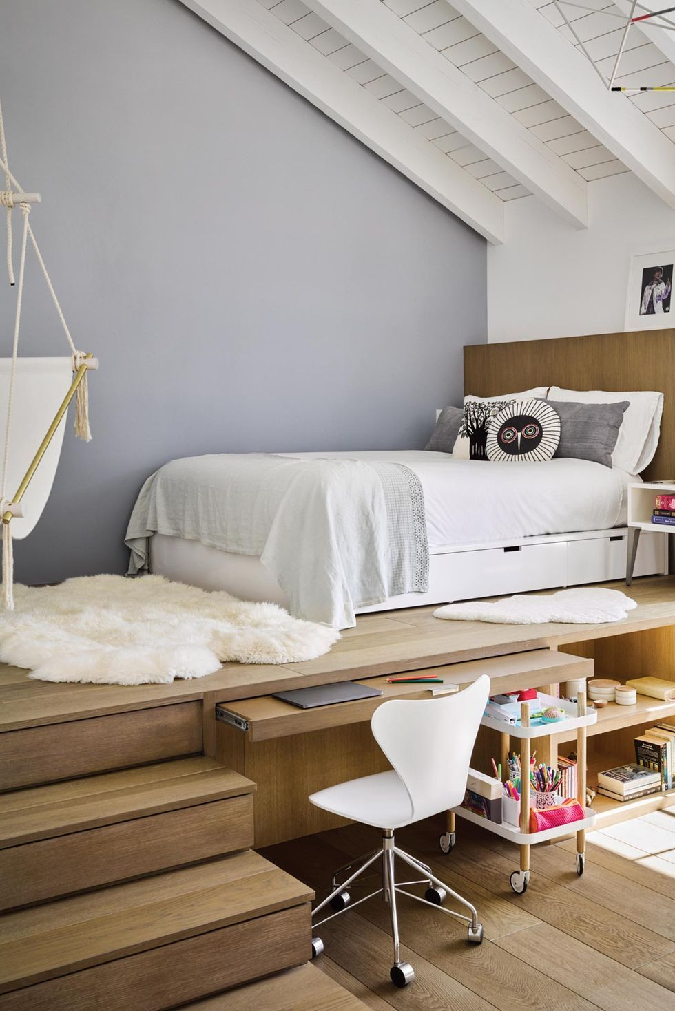 4 Stylish Loft Bedroom Ideas - Clever Design Tips for Studios