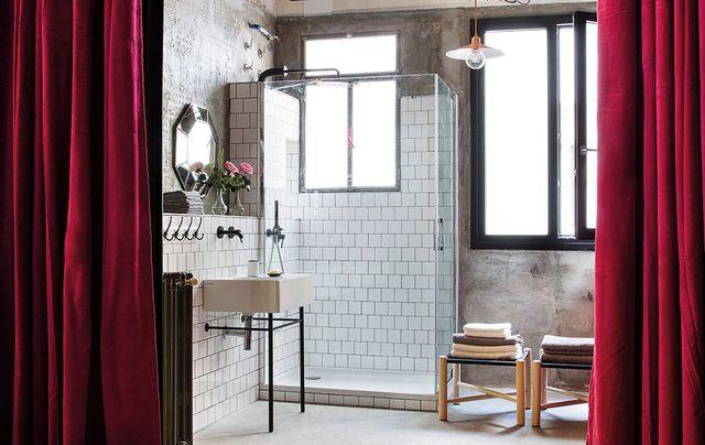 un loft de estilo industrial elegante en el centro de madrid