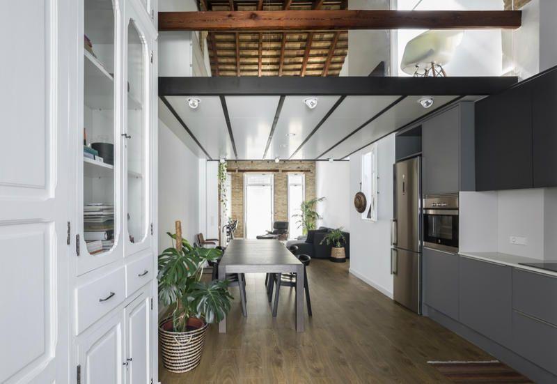 Square metre loft apartment by malvarrosa beach in valencia