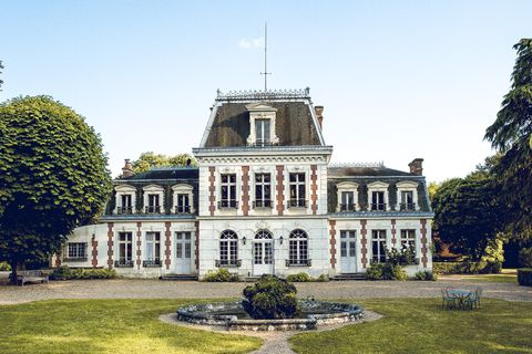 Estate, Building, Mansion, Château, Property, House, Palace, Architecture, Manor house, Stately home,