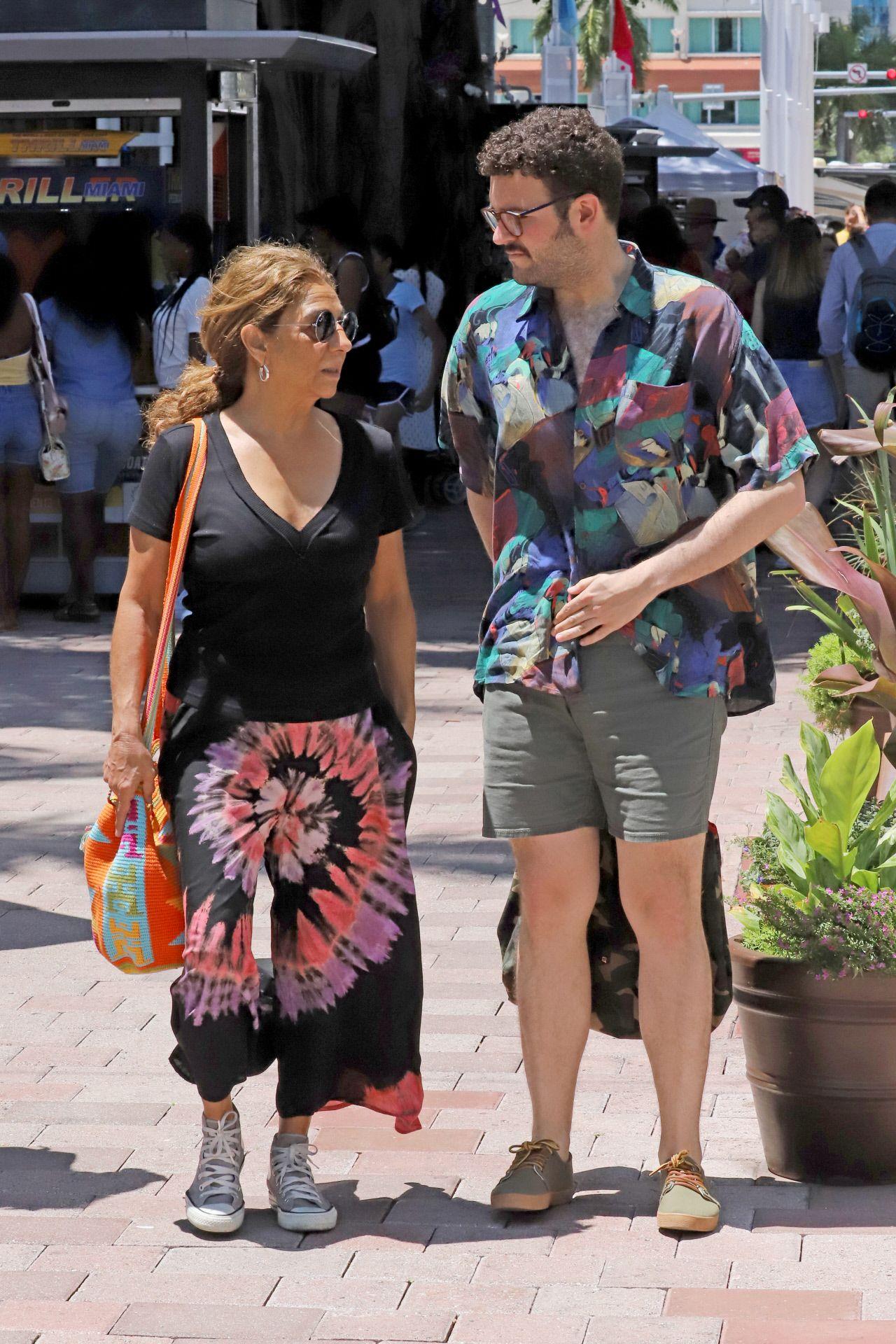 Lolita Flores en Miami muy rejuvenecida