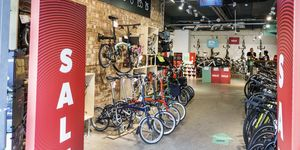London, Lambeth Southwark, Evans Cycles shop