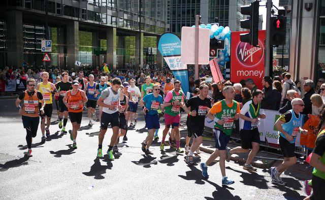 london maraphon, runners on the road