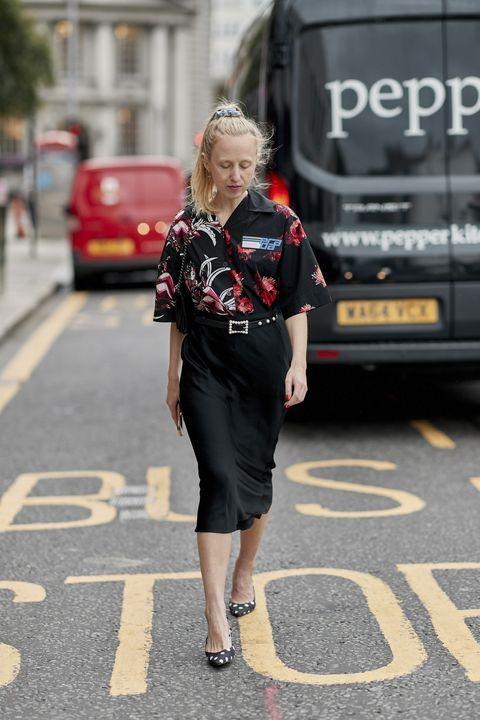 Street fashion, Clothing, Fashion, Snapshot, Road, Street, Pedestrian, Footwear, Infrastructure, Lane,