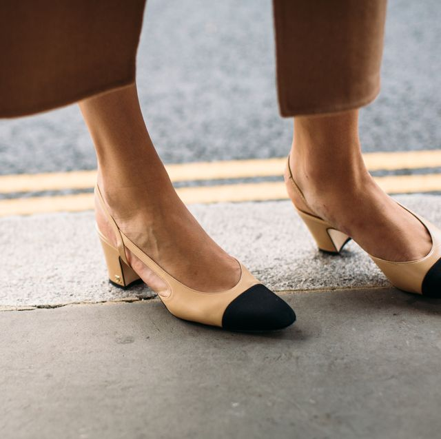 Footwear, Human leg, Shoe, Leg, Ankle, Brown, Street fashion, Foot, Joint, Tan,