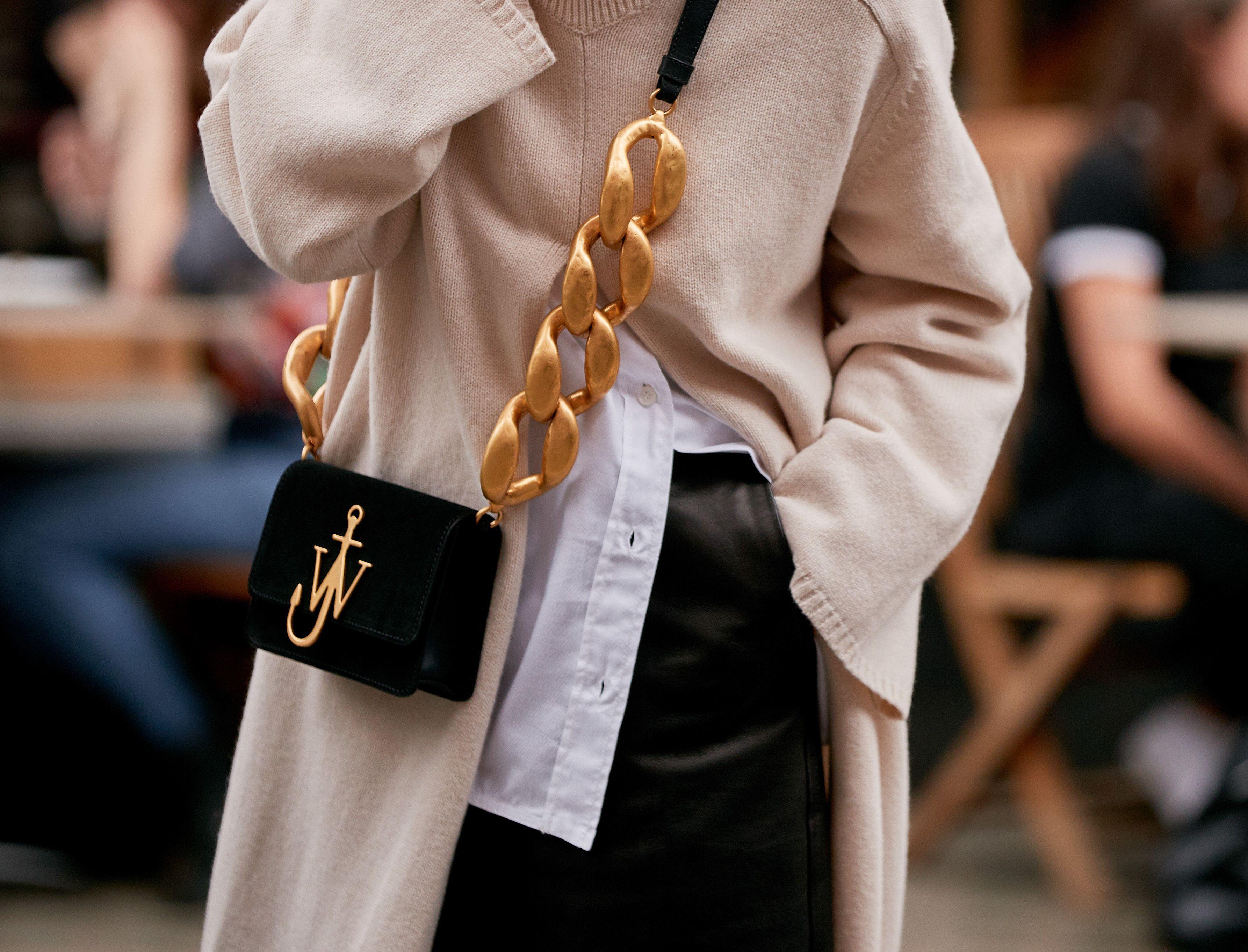 Le borse a tracolla sono il trend affaire su cui scommettere (quasi) tutto