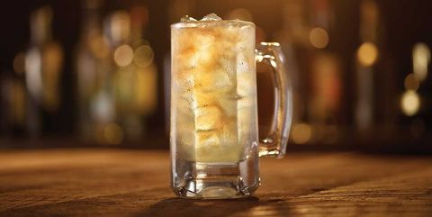 Drink, Highball, Highball glass, Gin and tonic, Ice cube, Distilled beverage, Mizuwari, Lynchburg lemonade, Glass, Beer cocktail,