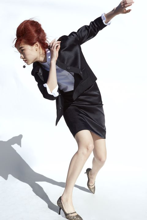 Leg, Hairstyle, Sleeve, Human leg, Shoulder, High heels, Joint, Dress, Style, Knee,
