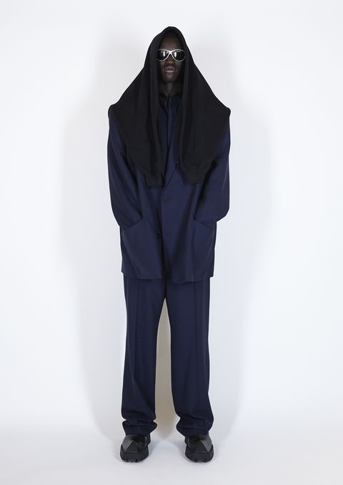 Sleeve, Standing, Collar, Costume design, Fashion design, Costume, Pocket, Photo shoot, Mantle,