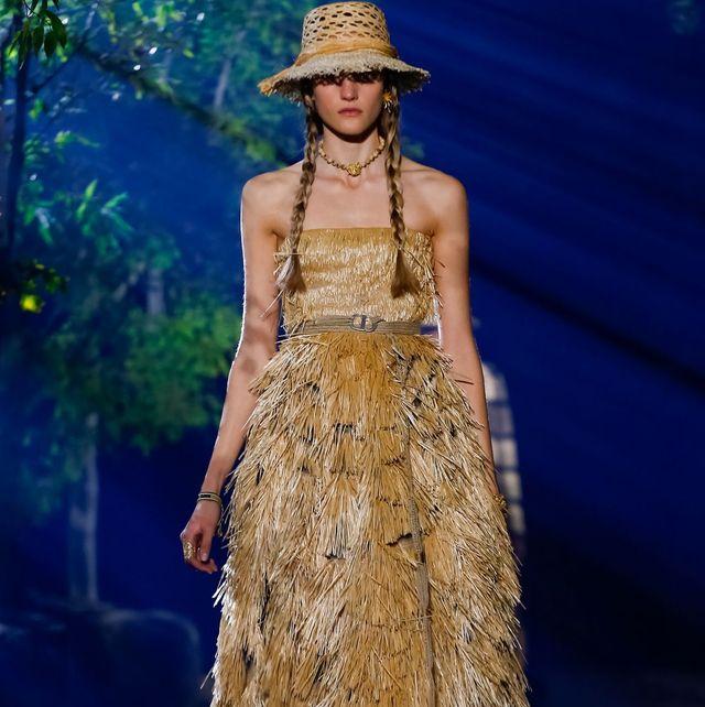 Fashion, Fashion show, Fashion model, Runway, Clothing, Haute couture, Dress, Event, Fashion design, Public event,
