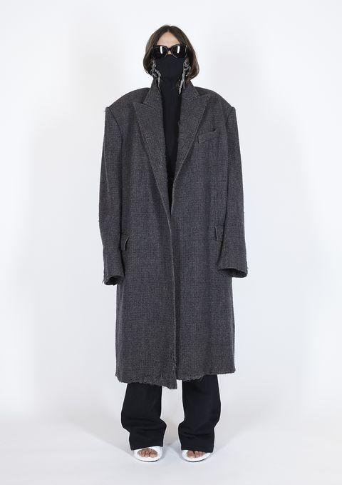 Sleeve, Collar, Textile, Standing, Style, Coat, Fashion, Grey, Street fashion, Sunglasses,