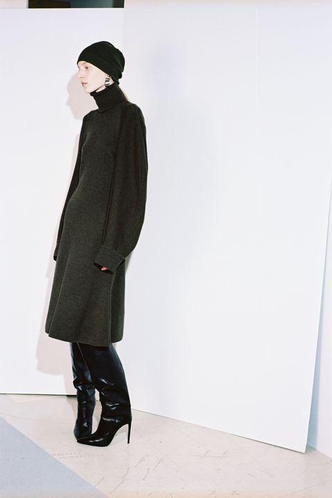 Sleeve, Textile, Coat, Outerwear, Style, Collar, Knee, Fashion, Street fashion, Overcoat,