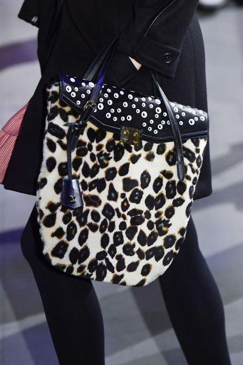 Clothing, Leggings, Street fashion, Fashion, Joint, Shoulder, Waist, Leg, Bag, Outerwear,