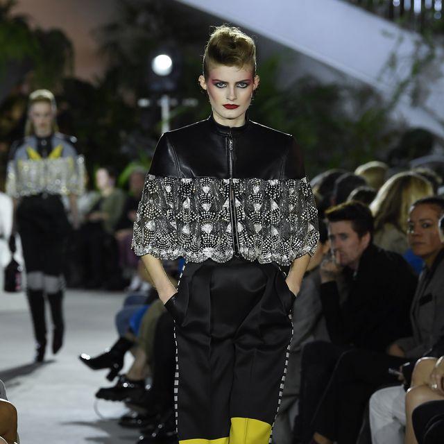 Fashion, Fashion model, Runway, Fashion show, Clothing, Street fashion, Haute couture, Footwear, Human, Event,