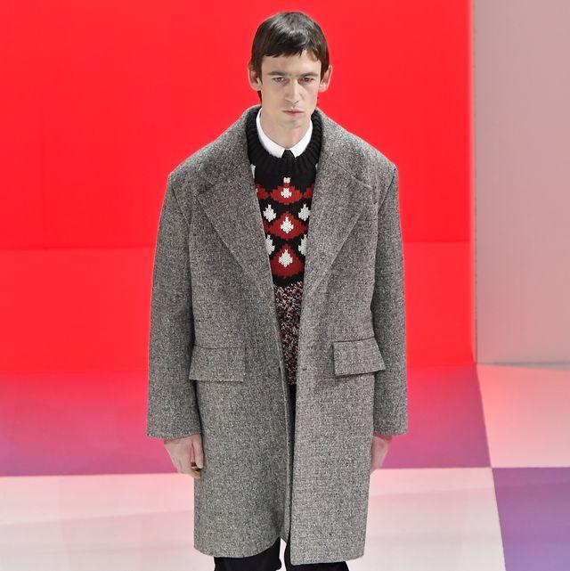 Fashion, Runway, Fashion show, Clothing, Fashion model, Overcoat, Outerwear, Human, Public event, Winter,