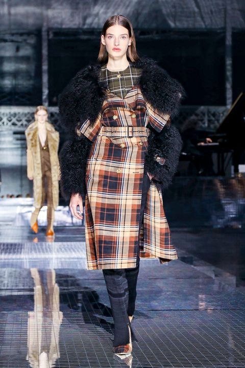 Fashion model, Fashion, Fashion show, Tartan, Clothing, Runway, Plaid, Pattern, Fur, Street fashion,