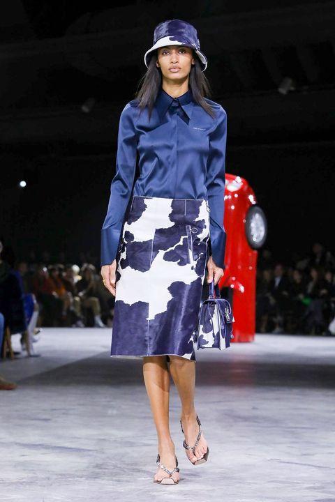 Fashion show, Fashion model, Runway, Fashion, Clothing, Cobalt blue, Street fashion, Fashion design, Footwear, Electric blue,