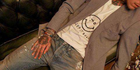 Human, Hand, Cool, Wrist, Sleeve, Flesh, Fictional character, Jeans,