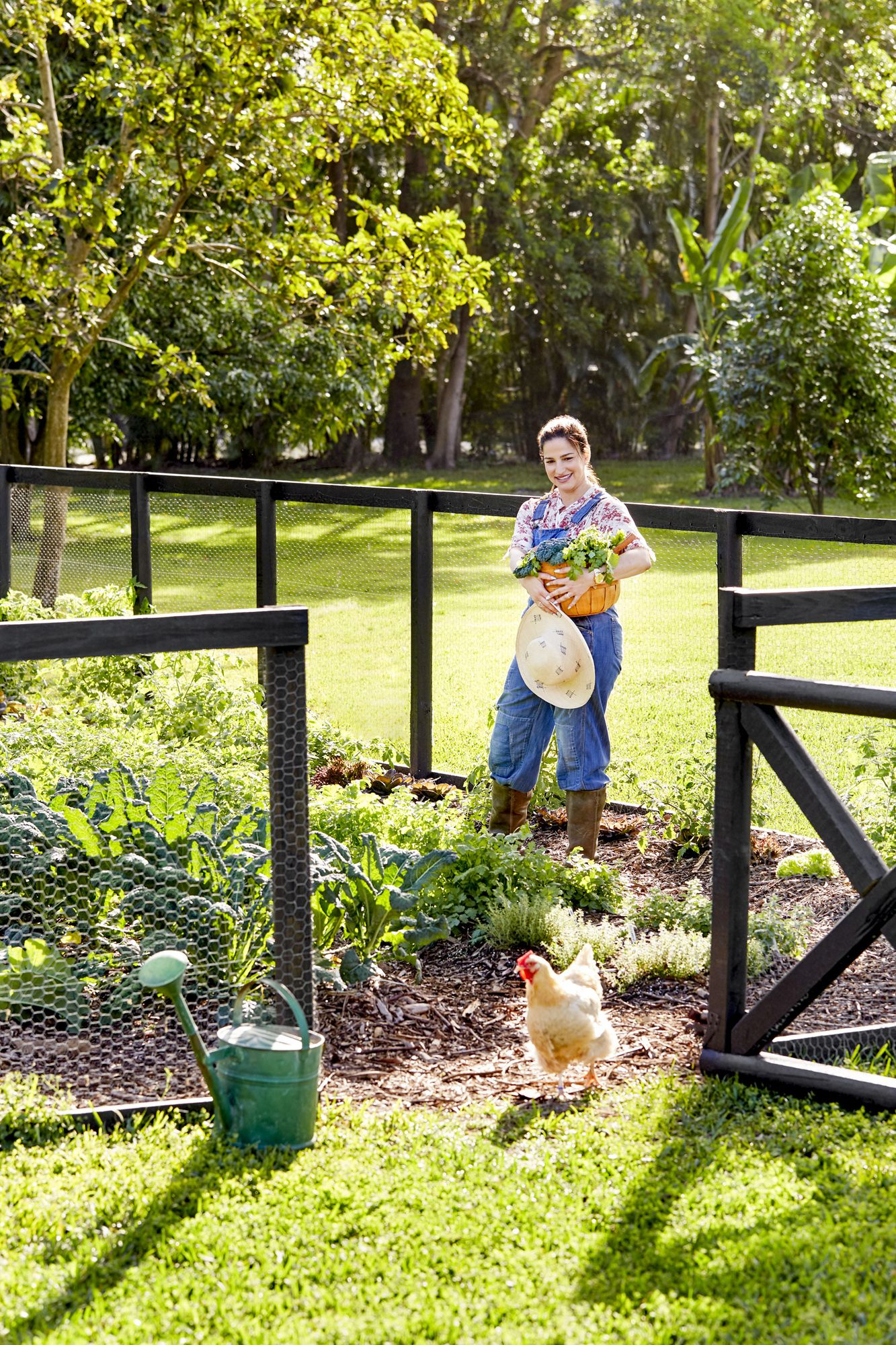 12 Practical and Pretty Garden Fence Ideas - Best Materials to